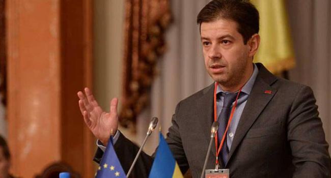 Нардеп: КСУ принял правильное решение по изменениям в Конституцию
