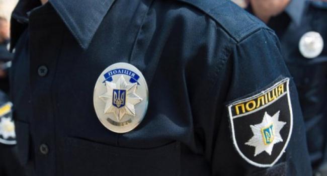 В Николаеве агрессивная молодежь избивала бессознательного полицейского