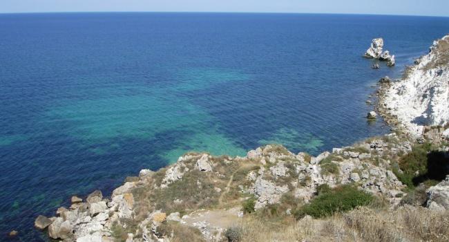 Туристов в Крыму ждет море ярко-желтого цвета – фото