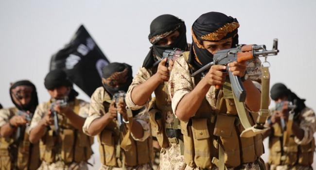 Террористы «ИГИЛ» устроили страшную казнь своих «коллег»