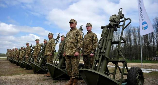 Турчинов відвідав презентацію нових українських неймовірно потужних зразків озброєння