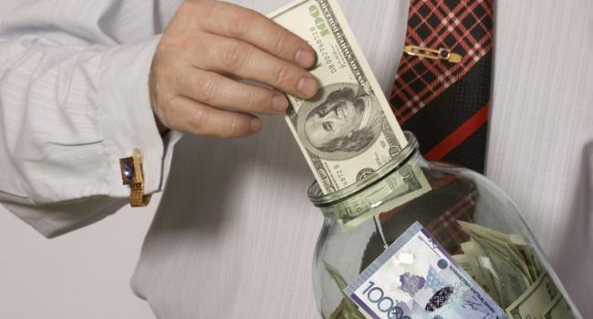 Эксперты рассказали, где хранят свои сбережения сотрудники украинских офисов