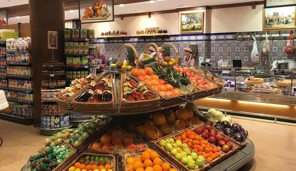 Жена Януковича продаёт в Крыму запрещённые продукты