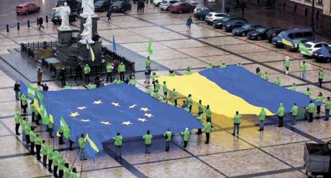 Европарламент проголосовал заускорение отмены виз для украинцев