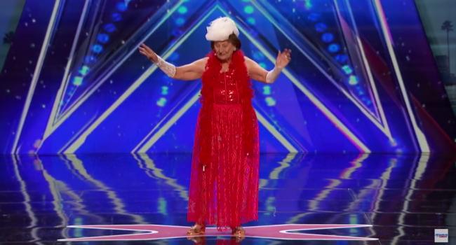 Хіт мережі: стриптиз від 90-річної вдови