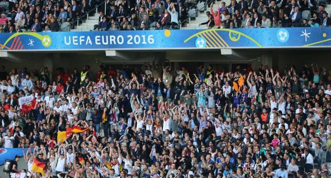 Французские фанаты устроили беспорядки в Париже после поражения сборной