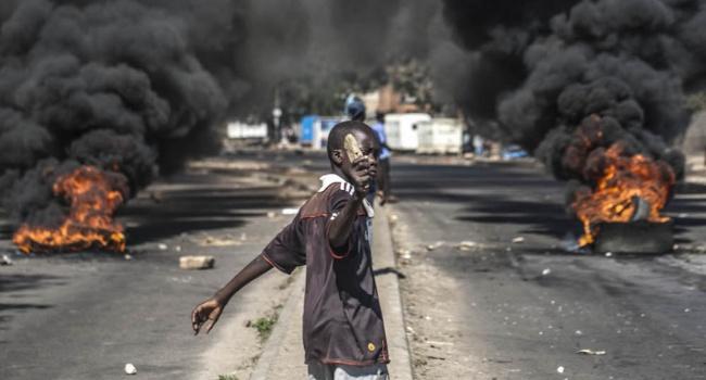 Что стоит за протестами в Зимбабве?