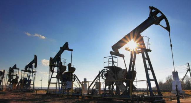 На мировых биржах опять падают нефтяные котировки