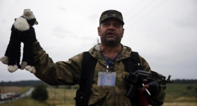 Муждабаев: россияне издеваются над памятью убитых, выставляя аватарки «Je suis...»