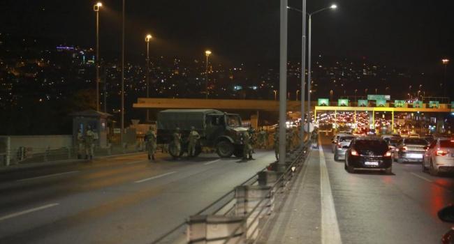 У Туреччині від виконання обов'язків усунули більше 8 тис. поліцейських