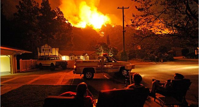 ВЛос-Анджелесе из-за пожара эвакуировали неменее полутора тыс. граждан