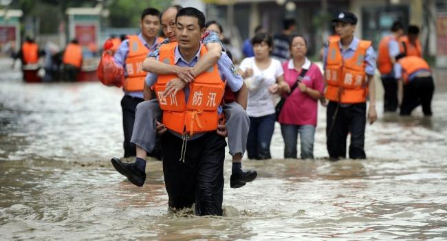 Число погибших сильнейших дождей в КНР достигло 114