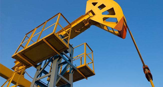 Нефть опять дешевеет на торгах