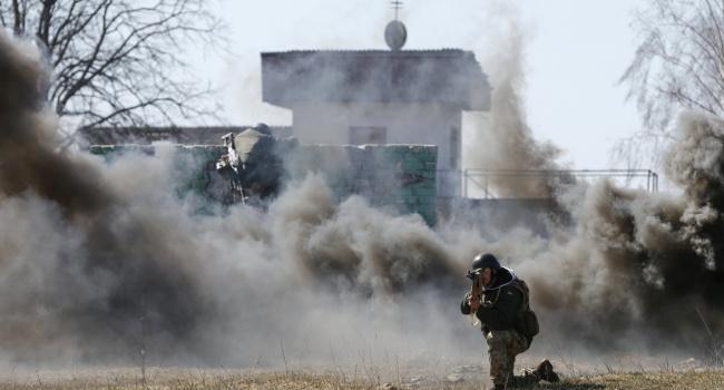 Боевики обстреляли жилой район Марьинки, ранены дети