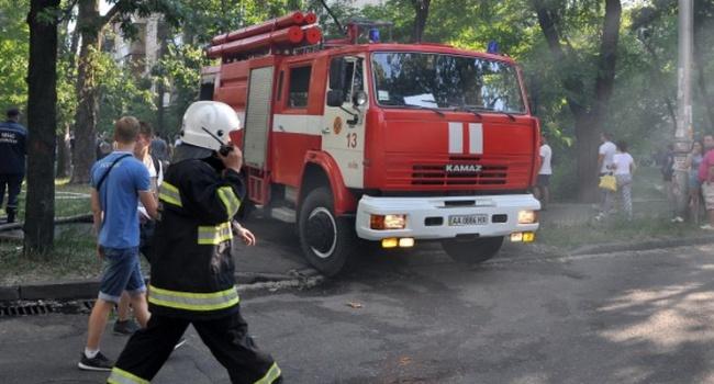 Под Киевом сночи полыхает рынок. Пожар ликвидируют 80 человек
