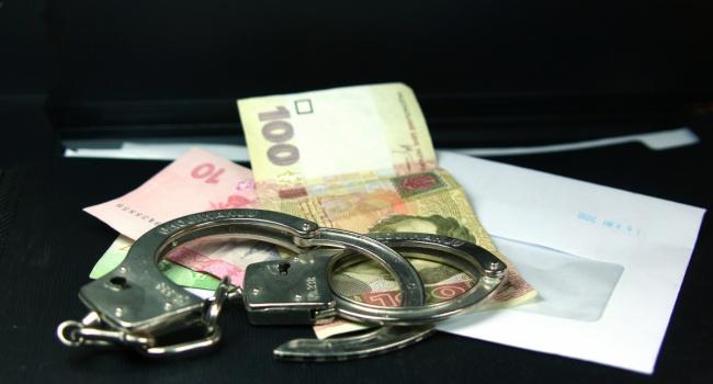 Полицейский изИзюма попался навзятке