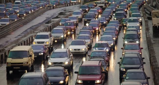 ВКрыму автомобилистов лишают водительских прав из-за украинских номеров