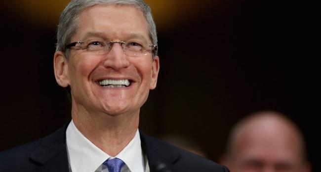 Напосту руководителя Apple Тим Кук заработал 100 млн долларов