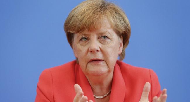 Меркель вспомнила о русских танках наДонбассе
