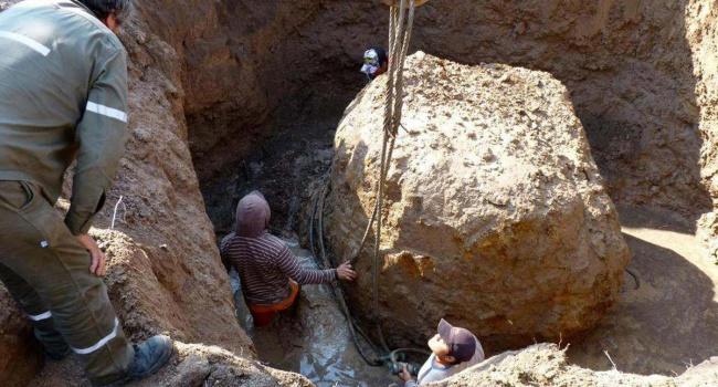ВАргентине ученые откопали 30-тонный метеорит