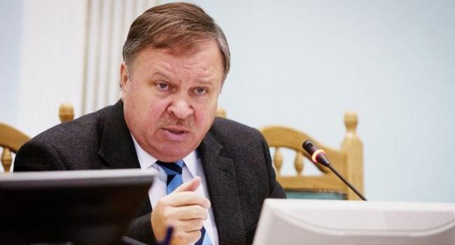 Законопроект о Конституционном суде пишут кулуарно, – Шаповал