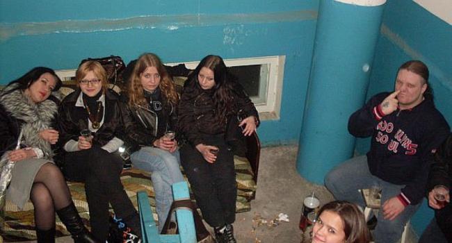 Социологи: большинство подростков Украины пьют и курят