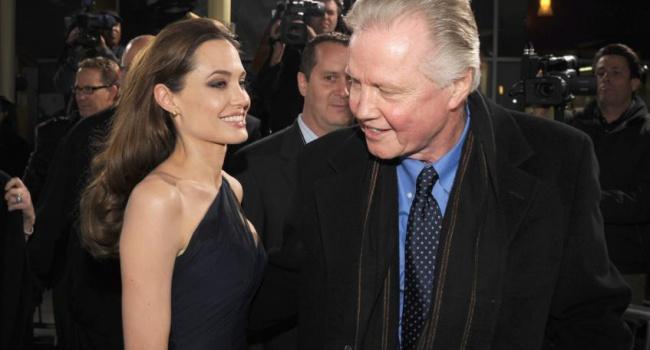 Отец Джоли поведал оразводе дочери