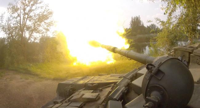 Боевики наДонбассе «пугают» украинских военных деревянными макетами боевой техники,— ИС