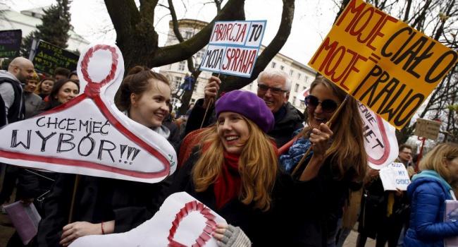 Запрет абортов в Польше будет иметь последствия для Украины – эксперт
