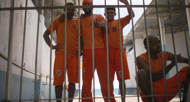 Новые данные: избразильской тюрьмы убежали практически 500 заключенных