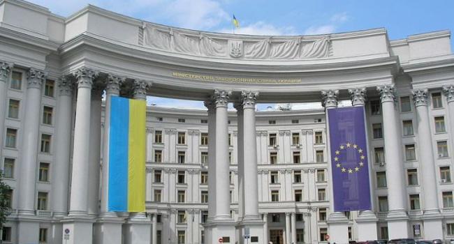 Росія продовжує практику взяття українців узаручники,— МЗС України