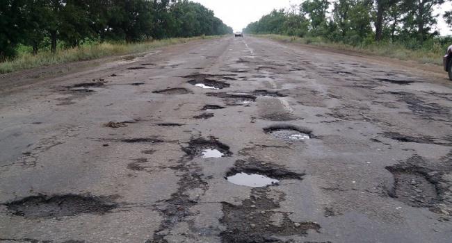 ВМининфраструктуры пояснили, почему трудно решить проблему украинских дорог