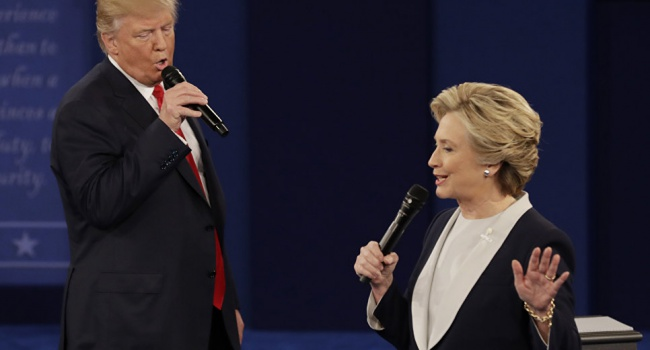 Клинтон опережает Трампа на14%,— опрос