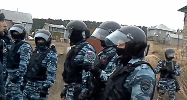 ФСБ проводит массовые обыски вдомах крымских татар