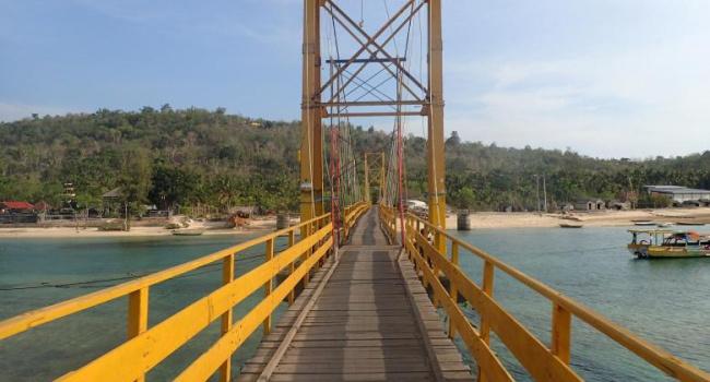 Обрушение моста вИндонезии: девять человек погибли