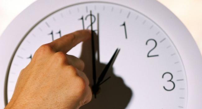 Украина переходит на зимнее время: не забудьте о переводе часов