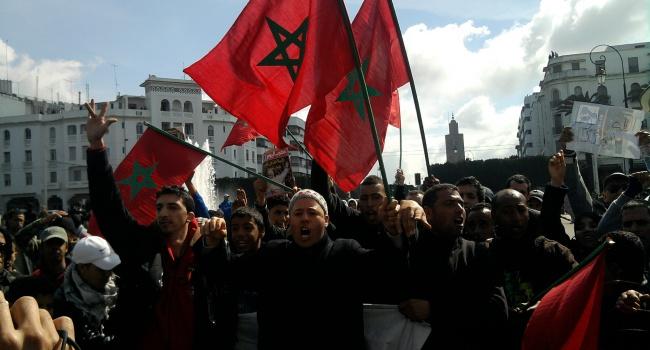 Тысячи марокканцев вышли наулицы из-за смерти торговца рыбой