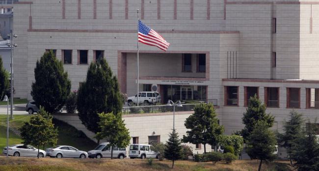 Семьям служащих консульства США вСтамбуле распорядились покинуть город