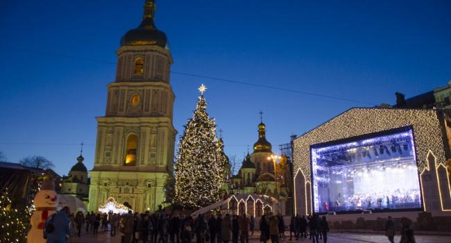 ВКиеве приступили кустановке новогоднего освещения