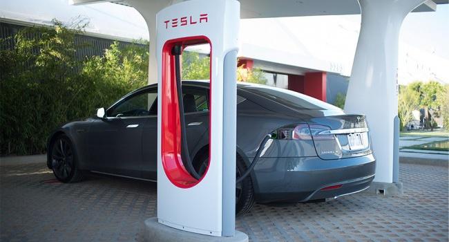 Tesla лишит возможности бесплатно заряжать машину