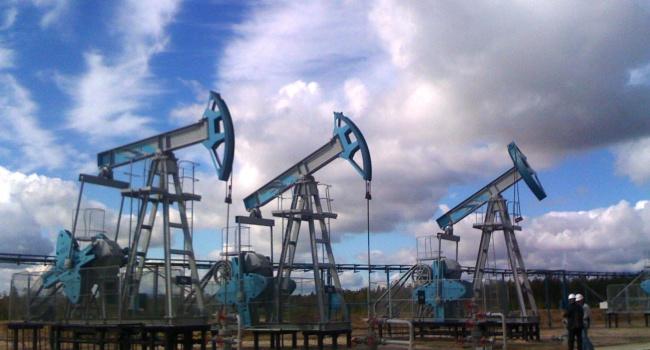 Мировые цены нанефть сдвинулись всторону падения