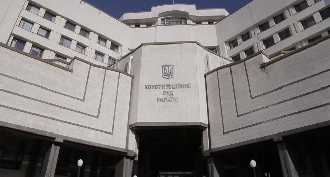 Конституционный суд рассматривает легитимность «языкового закона» Кивалова-Колесниченко