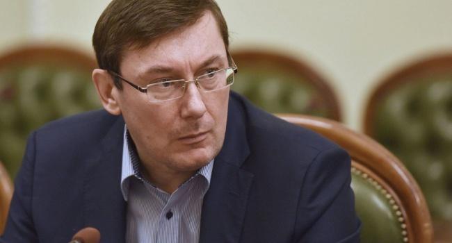 Луценко улетел вГаагу напереговоры МУС поповоду преступлений против Майдана