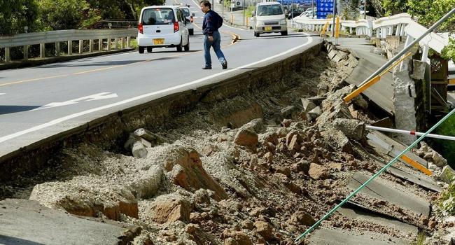 В Японии новое землетрясение и цунами