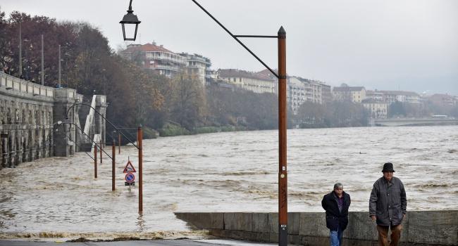 ВИталии из-за ливней эвакуированы сотни граждан