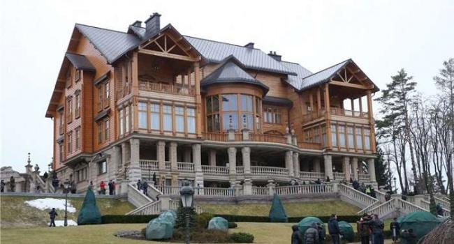 Янукович поведал, что отказался сжигать Межигорье при побеге