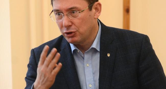 Луценко рассказал, когда ожидать обвинение Януковича в государственной измене