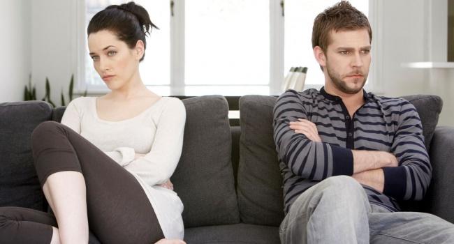 Ученые пояснили, почему люди остаются внесчастливых отношениях