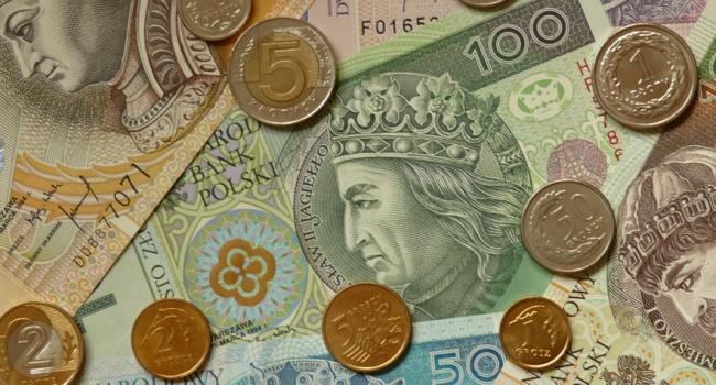 Стало известно, сколько украинцы зарабатывают вПольше