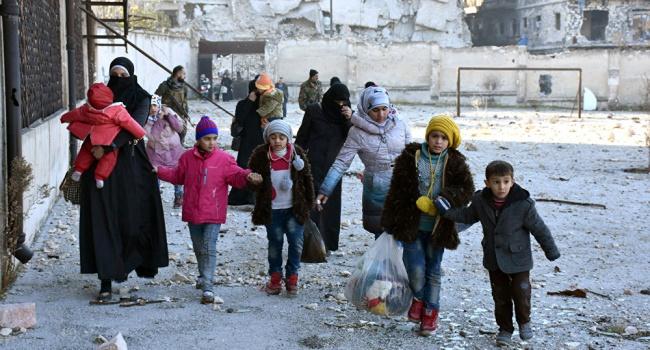 Из Алеппо продолжают эвакуировать мирных граждан